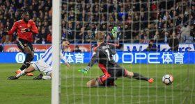 Lukaku lập cú đúp, Man Utd thắng nhọc trên sân John Smith
