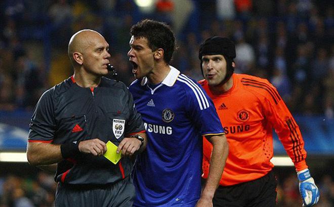 Trọng tài bắt trận Chelsea – Barca năm 2009 thừa nhận sai lầm