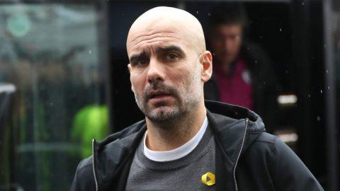 Neville mỉa mai quyết định dùng 6 cầu thủ dự bị của Guardiola