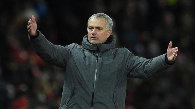 Bất chấp thành tích tồi tệ, giới chủ MU vẫn đặt niềm tin vào Mourinho