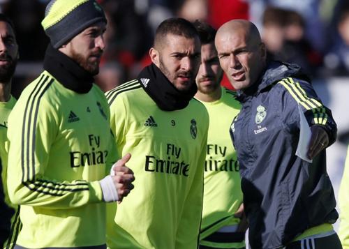 Mất 19 cầu thủ, Zidane lo ngay ngáy trước tứ kết UCL