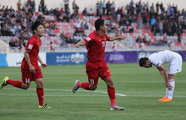 """Tuấn Mạnh """"lên đồng"""", Việt Nam vẫn mất ngôi nhất bảng vào tay Jordan"""