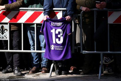 Xúc động đoàn cầu thủ và CĐV đưa tiễn cố cầu thủ Fiorentina qua đời vì suy tim
