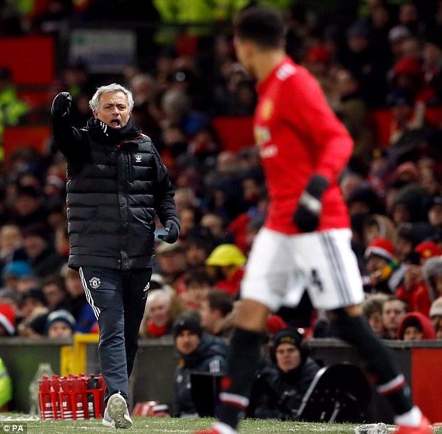 'Mourinho đang mất kiểm soát phòng thay đồ của Manchester United'