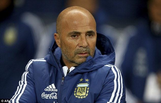 """""""World Cup như khẩu súng lục ổ quay hướng về đầu Messi"""""""