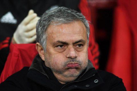 """SỐC: MU bị loại khỏi C1 là do có học trò """"đâm sau lưng"""" Mourinho!"""