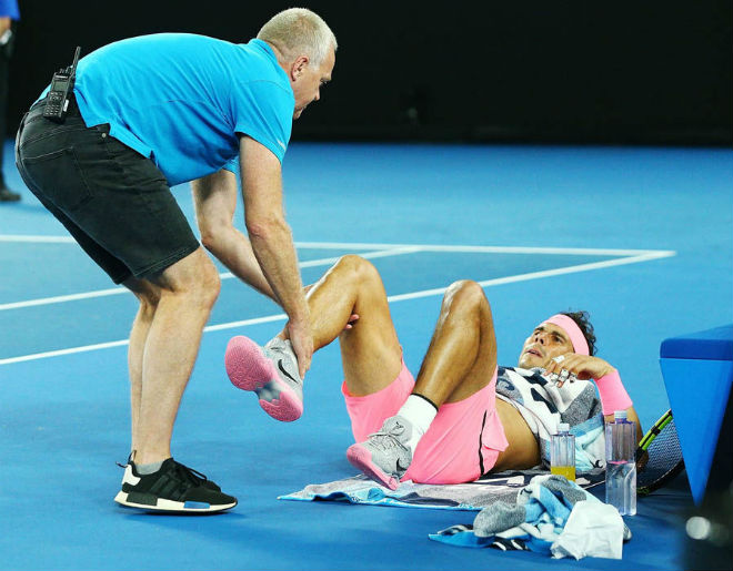 """Nadal lâm nguy: """"Vua đất nện"""" dễ mất nhiều cúp, mỏi mòn đuổi Federer"""