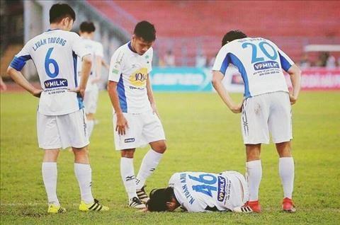Tuấn Anh dính chấn thương nặng sau trận đấu với Hải Phòng