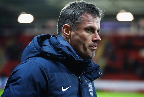 Cựu danh thủ Liverpool có nguy cơ mất việc vì… nhổ nước bọt vào fan nhí MU