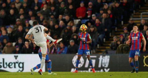Matic lập siêu phẩm phút bù giờ Man Utd ngược dòng ngoại mục