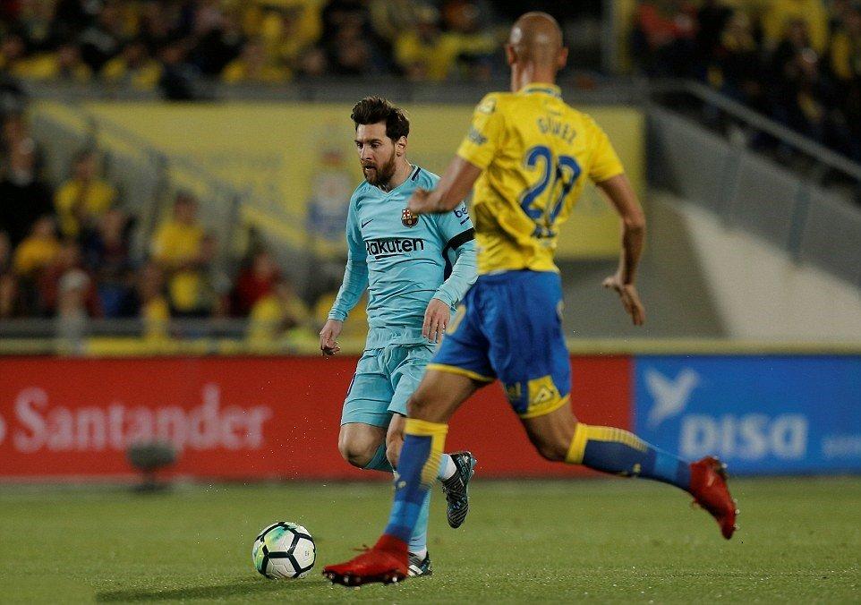 Xử ép trắng trợn, Barca bị cướp chiến thắng – Atletico thu hẹp khoảng cách