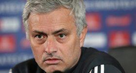 """MU rối ren, Mourinho đổ trách nhiệm cho những """"tiền bối"""""""