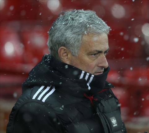 """Mourinho đang cố phá MU để """"được"""" sa thải?"""