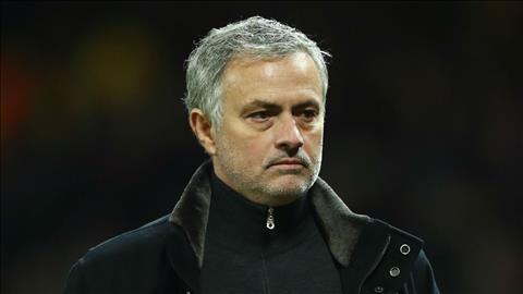 Mourinho sắp bị lật đổ trong phòng thay đồ MU