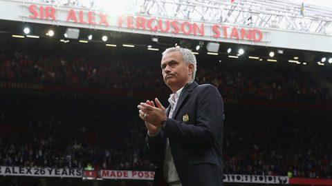 Hoãn mở rộng Old Trafford, BLĐ MU dốc tiền cho Mourinho mua sắm
