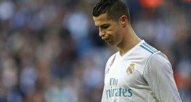 """Một mình siêu sao Ronaldo """"chấp"""" hết cả đội hình MU"""
