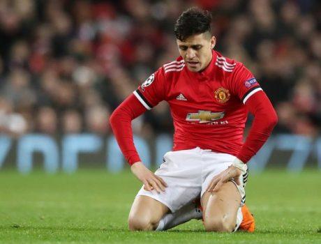 Từ… ăn uống đến bóng đá, Sanchez tự cô lập mình ở Old Trafford