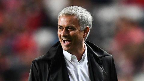 Mourinho được chính đối thủ tôn làm… vua bóng đá