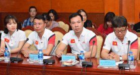Bắn súng Việt Nam nhận tiền tỷ nhờ Hoàng Xuân Vinh… đẹp trai