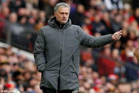 Mourinho nên cảm thấy xấu hổ với Man United