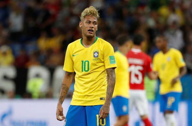 """Quá """"màu mè"""", Neymar trở thành trò cười của thiên hạ"""