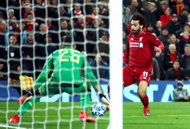 Salah dứt điểm góc hẹp, mở tỉ số trận đấu.