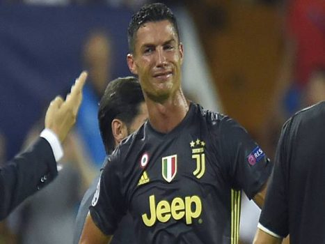Tin thể thao 1/4: Ronaldo bị cả đội phạt vì phải nhận thẻ đỏ