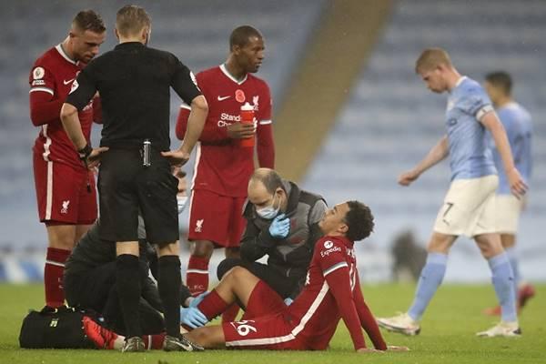 Bóng đá Anh ngày 10/11: Liverpool mất hậu vệ 4 tuần