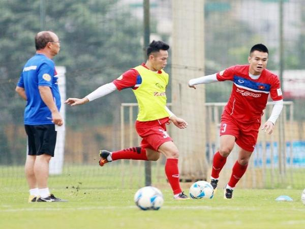 Bóng đá Việt Nam 2/12: ĐT Việt Nam thuận lợi